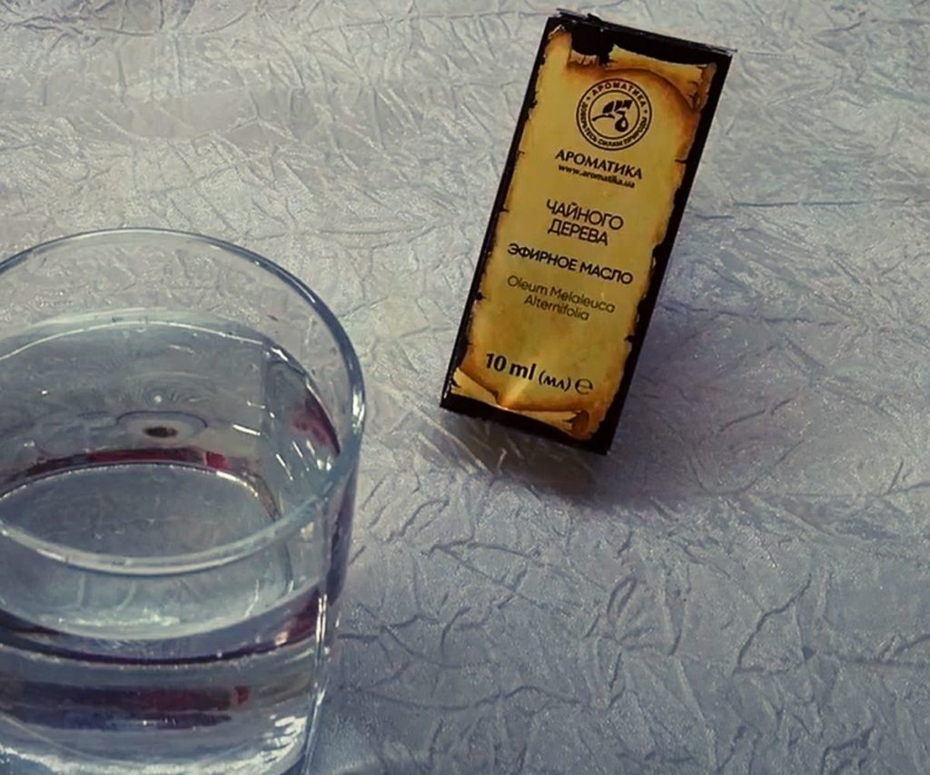 Фото: готовим раствор с масла чайного дерева